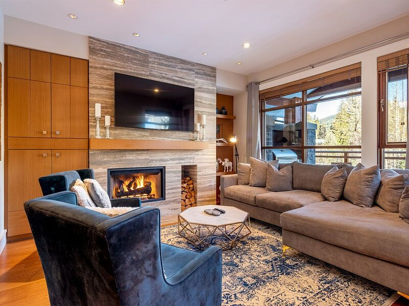 Ultimate Mountain Luxury Townhome featuring Private Hot Tub, Media Room and Outd, vacation rental in Whistler