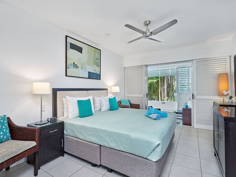 THE BEST GROUND FLOOR  PREMIUM 3 BEDROOM APARTMENT IN THIS RESORT, holiday rental in Palm Cove