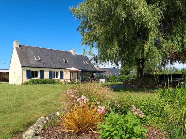 Ferienhaus La Roseraie (KRB100) in Kerbors - 4 Personen, 2 Schlafzimmer, holiday rental in Minihy-Treguier
