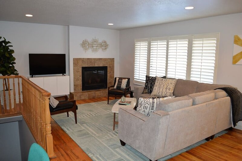 6632 SLC , SS Arcade, HOT TUB, and Amazingly Decorated, casa vacanza a Cottonwood Heights