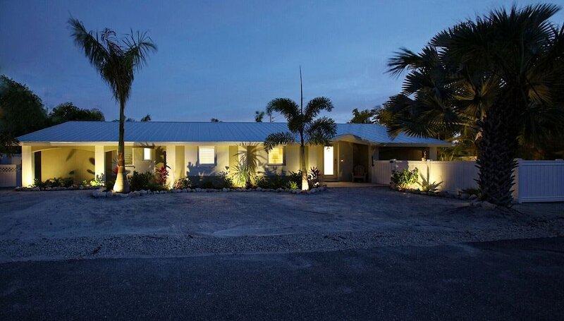 �����Ground Floor Luxury Home, Heated Pool and Spa STEPS TO BEACH!, alquiler de vacaciones en Holmes Beach
