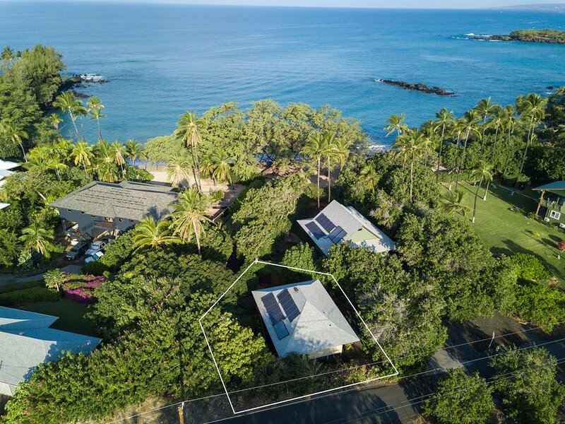 One bedroom home on Waialea Bay, steps to sandy beach, AC!, holiday rental in Puako