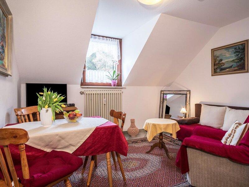 Gemütliche 'Wohnung 5' wenige Meter vom Bodensee; Parkplätze vorhanden, holiday rental in Überlingen