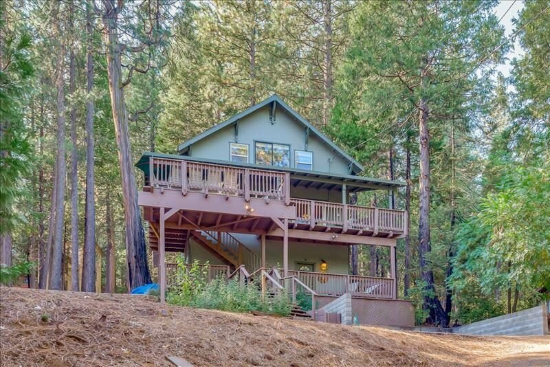 R-RETREAT: SPACIOUS 6 BR/3 BA MEADOWMONT CABIN WITH POOL TABLE, PING PONG AND A, alquiler de vacaciones en Arnold