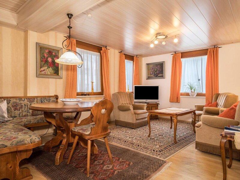 Gemütliche 'Wohnung 1A' am Bodensee mit Terrasse; Parkplätze vorhanden, rollstuh, holiday rental in Überlingen