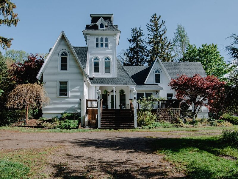 South Haven Peach Mansion, holiday rental in Bangor