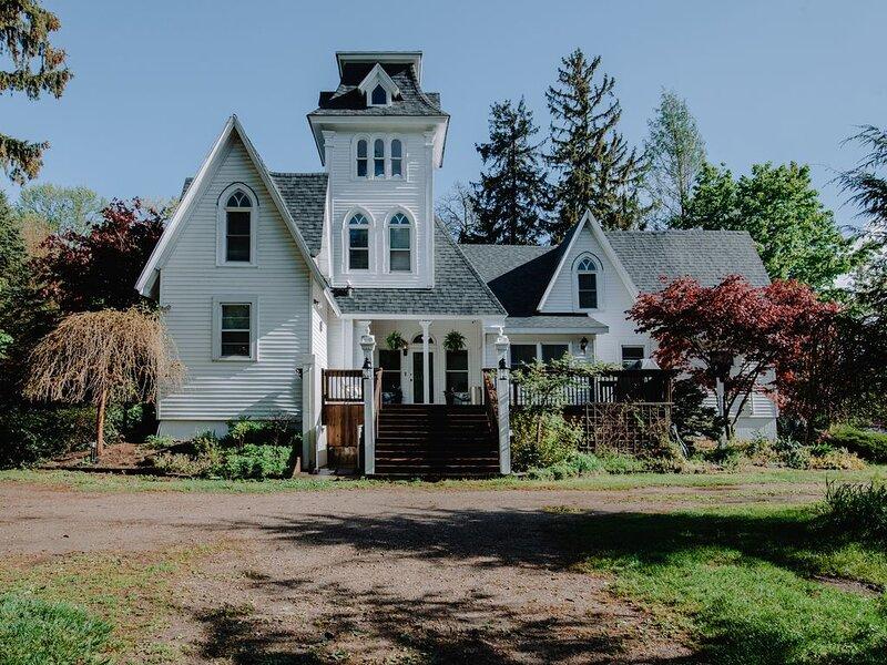 South Haven Peach Mansion, alquiler vacacional en Bangor