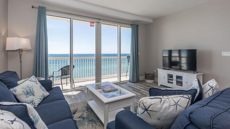 Beachfront Condo w/ Wraparound Balcony & Beach Service - Sleeps 10, alquiler de vacaciones en Laguna Beach