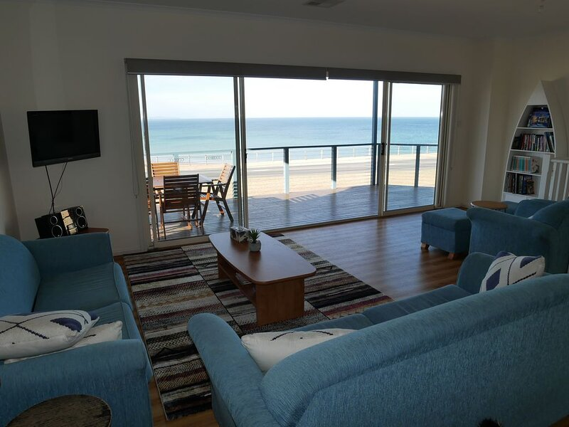Amazing waterfront views 4 bedrooms 2 bathrooms NBN, location de vacances à Maslin Beach