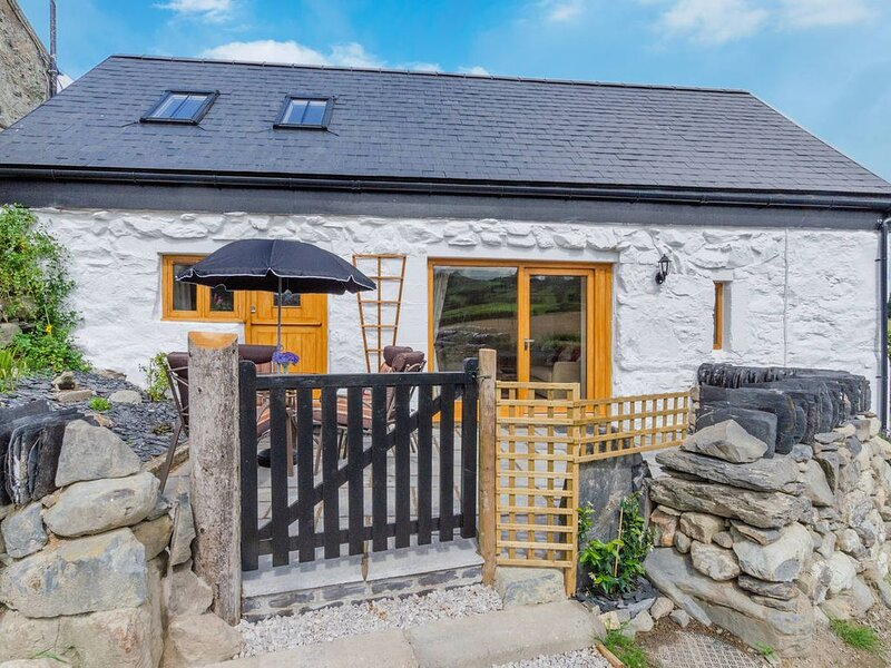 Ysgubor Wen is a newly renovated cottage in the Conwy Valley, a walk away from L, vacation rental in Llanrwst