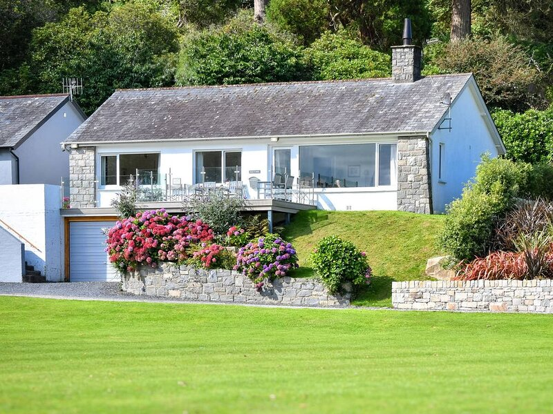 Desirably located on the Glyn y Weddw estate in lower Llanbedrog and enjoying lo, holiday rental in Pwllheli