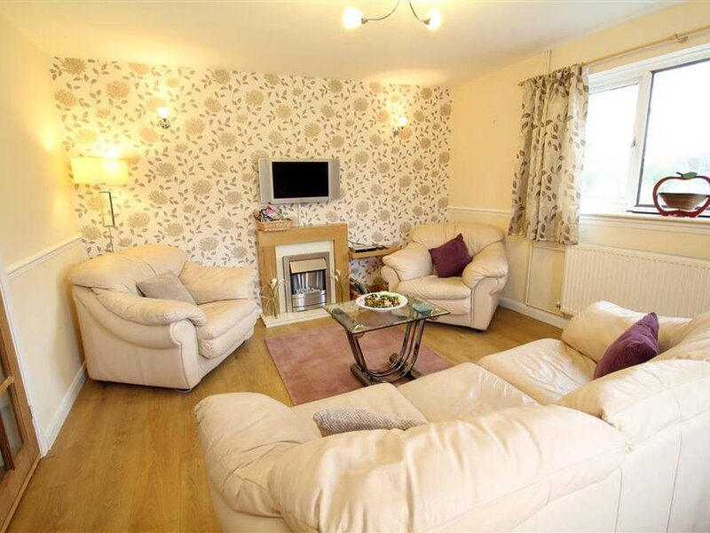 A comfortable pet friendly property close to the coast… what more could you want, holiday rental in Mumbles