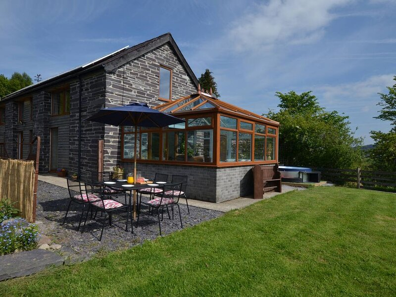 Ty Gwair is a former barn, recently converted into a delightful, bright and airy, casa vacanza a Tregarth