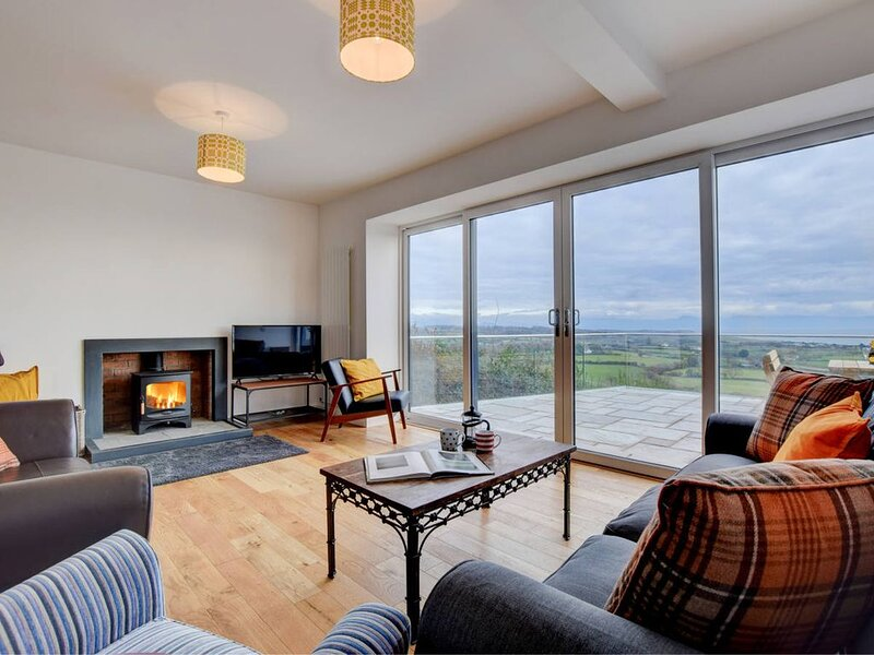 Looking for a peaceful, relaxing break by the sea? Then look no further! This st, holiday rental in Llwyndyrys