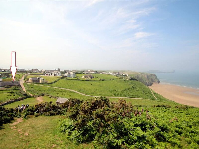 A stylish barn conversion in a fabulous location… overlooking the beach at Rhoss, casa vacanza a Rhossili