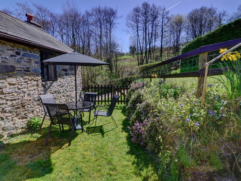 Two miles from the village of Erwood between Brecon and Builth Wells is Lower Rh, casa vacanza a Talgarth