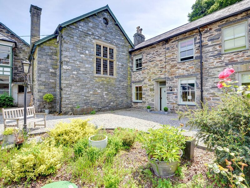 Situated in the grounds of Wern Manor, this property was formally home to the Ma, location de vacances à Tremadog
