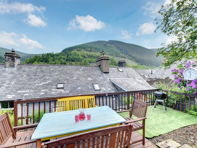 Located in southern Snowdonia, this welcoming cottage has been thoughtfully reno, location de vacances à Abercegir