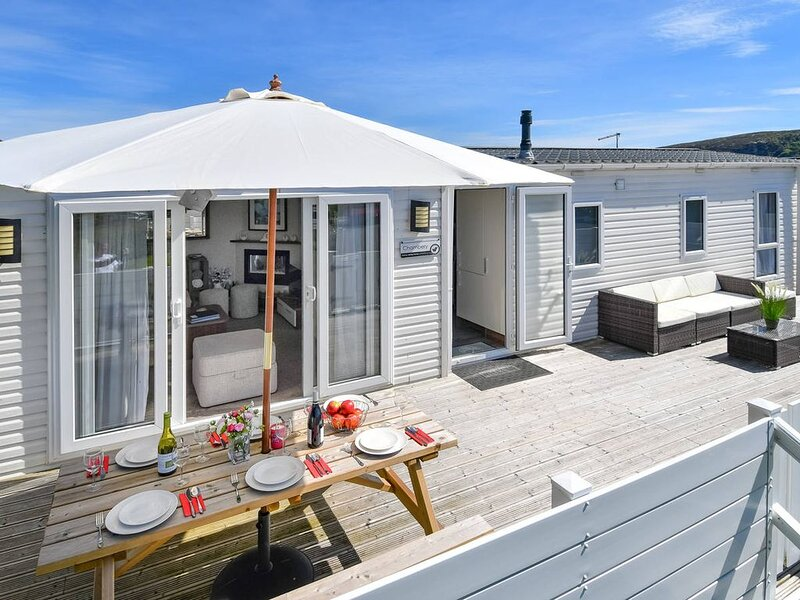 Stylish throughout, this contemporary chalet on the desirable Crugan holiday par, vacation rental in Llanbedrog