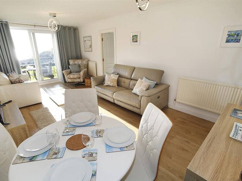 This ground floor, single level, 1-bedroom holiday apartment offers stylish and, holiday rental in Mumbles