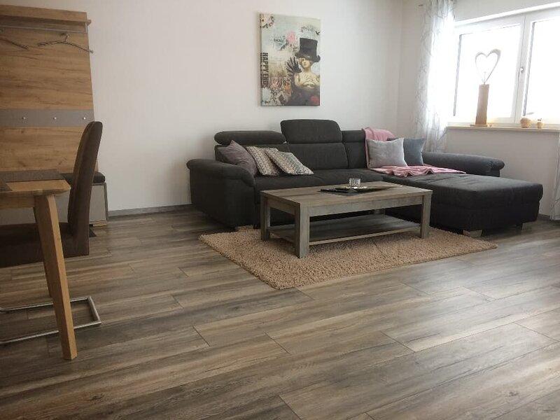 50qm-großes 2-Zimmer Appartement für bis zu 2 Personen mit Balkon, alquiler vacacional en Pentling