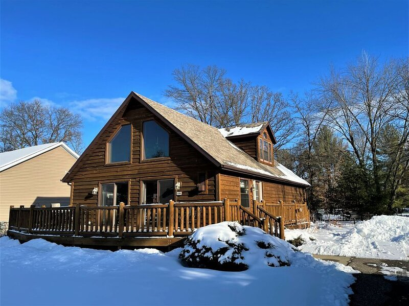 American Great Outdoors * Spring Brook Resort | Incredible 5BR Home on Golf Cour, vacation rental in Wisconsin Dells