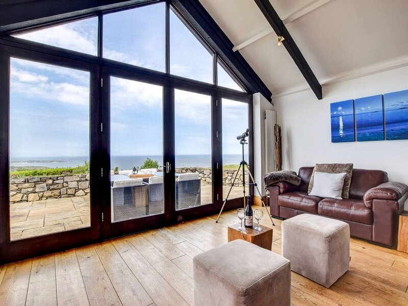 Prepare to be inspired - this is a holiday cottage with a difference. The wow fa, vacation rental in Fron