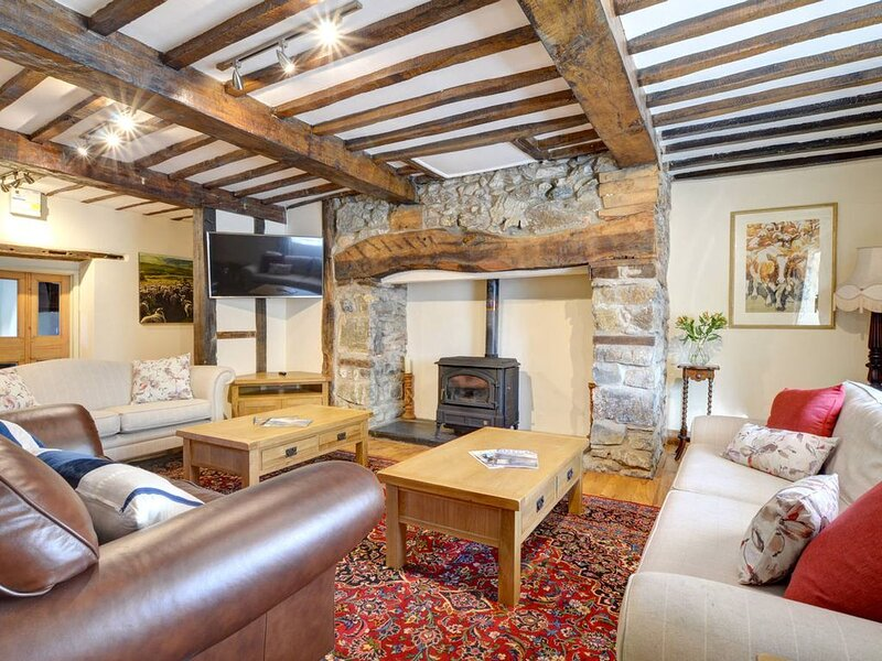 Dating from the C18th, this impressive Georgian house boasts loads of character,, holiday rental in Dolanog