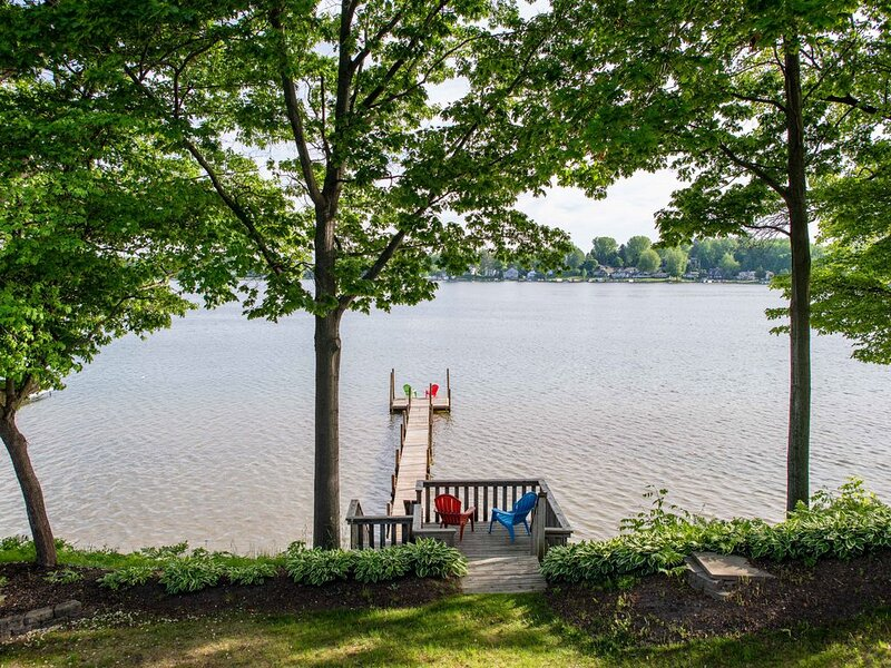 Private dock on All Sports Hutchins Lake, holiday rental in Pullman