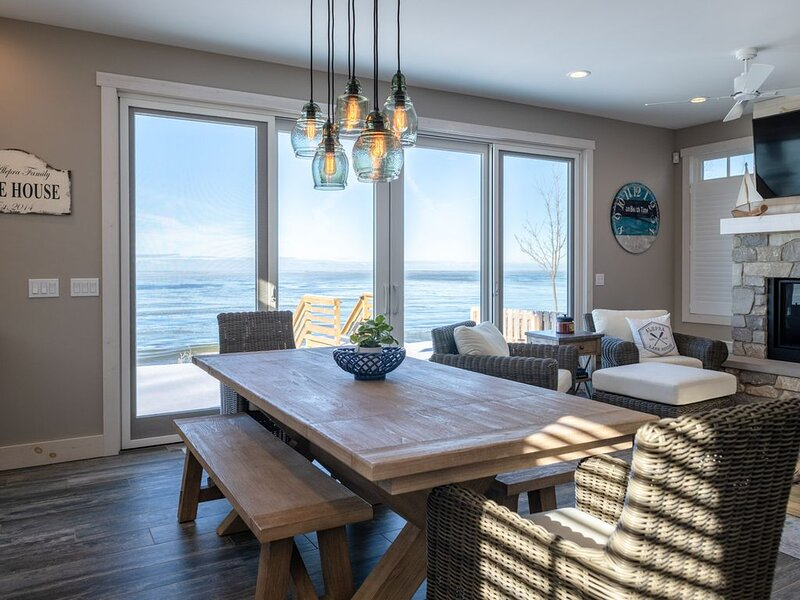 Private Lake Michigan beachfront, picturesque views, beautiful interior!, holiday rental in Holland