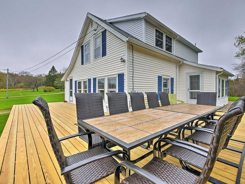 Harbor/� Pound Access & Views from Large Deck, vacation rental in South Thomaston