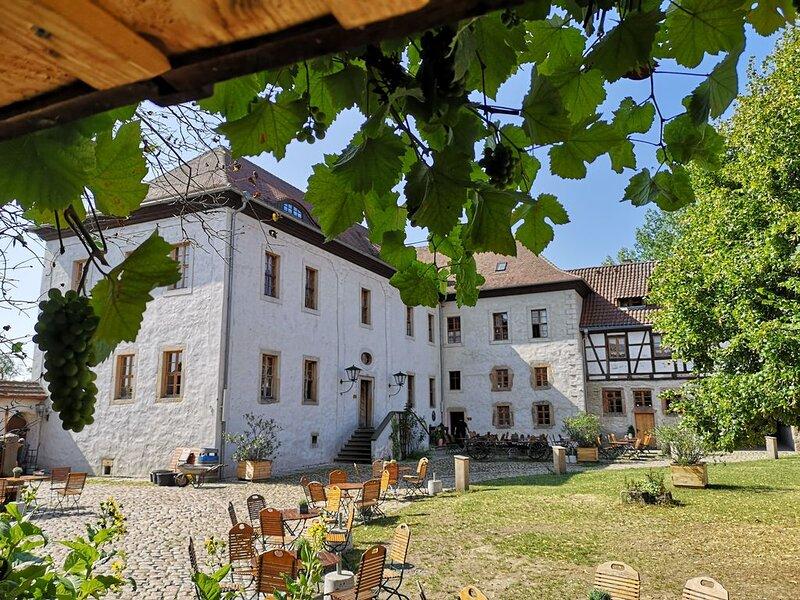 außergewöhnliche Gemächer in Rittergut aus 16. Jh in traumhafter  Alleinlage, location de vacances à Oppurg