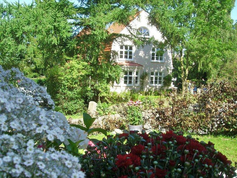 Im Erdgeschoss einer charmanten Villa, holiday rental in Laboe