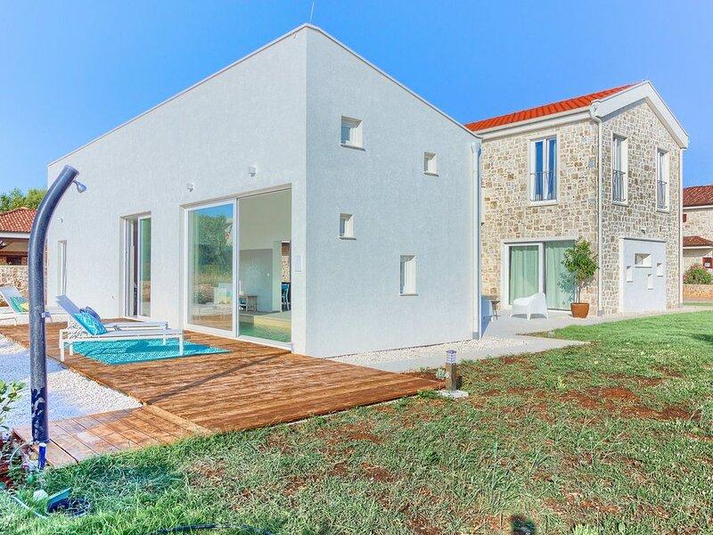 Villa Joyful Living für 10 Personen, Meerblick, beheiztem Pool, Internet, alquiler vacacional en Ugljan Island