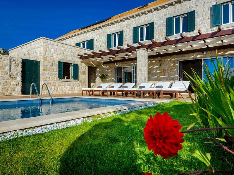 Villa Panoramic View, beheiztem Pool, 3 SZ, Internet, in der Nähe von Dubrovnik, holiday rental in Zastolje