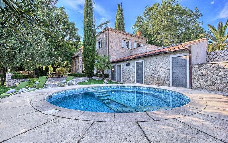 Villa Theodora - A Summer Residence with Soul, location de vacances à Mocici