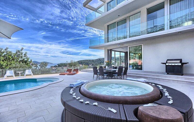 Villa La Mer, für 12 Pers. beheizter Pool, Whirlpool, Sauna, Internet, Strandnah, alquiler vacacional en Zaton