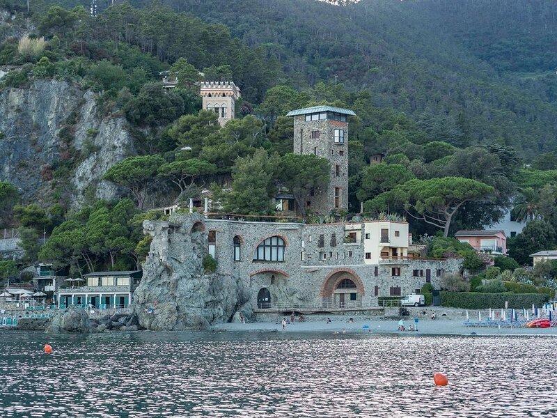 La Casa del Gigante Esclusiva direttamente sul mare 2 camere 2 bagni, holiday rental in Monterosso al Mare