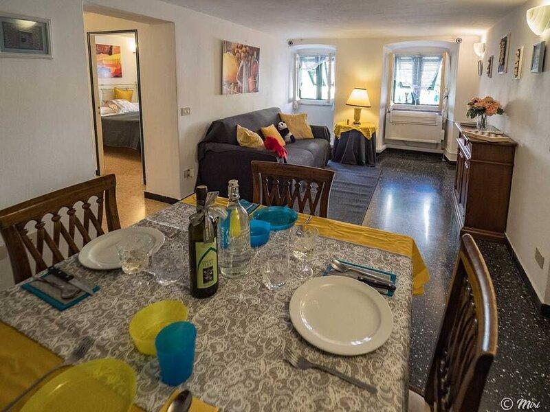 Mainetta comodo appartamento 2 camere AC vista mare 9 scalini dalla Piazza, holiday rental in Vernazza