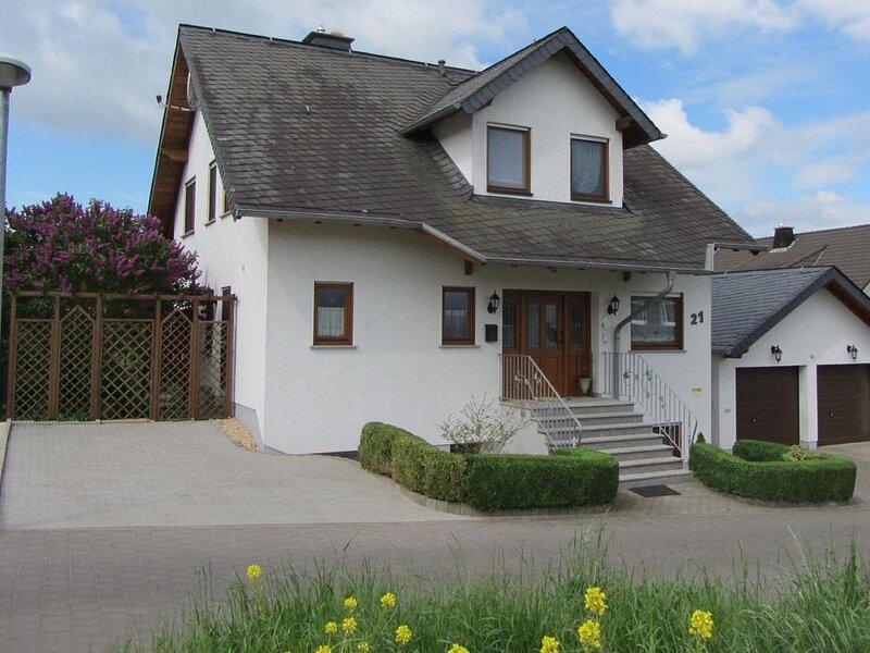 Ferienwohnung Münstermaifeld für 1 - 4 Personen mit 2 Schlafzimmern - Ferienwohn, location de vacances à Munstermaifeld