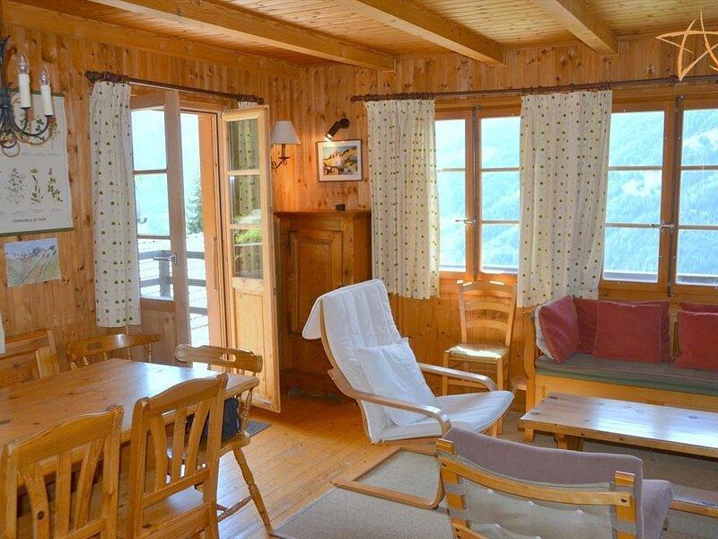 Extérieur : chalet pour 8 personnes, balcon et terrasse -Intérieur : 110 m2, hal, casa vacanza a Saint Jean