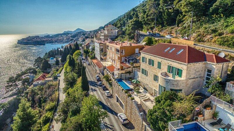 Villa Paulina, 5 BR, für 12 Pers., Pool, Jacuzzi, Internet, Garage, Strand und C, vacation rental in Gornji Brgat