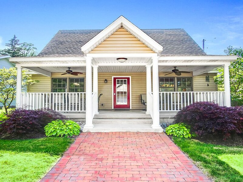 Family-friendly cottage within steps of downtown - 2 dogs welcome!, vacation rental in Saugatuck