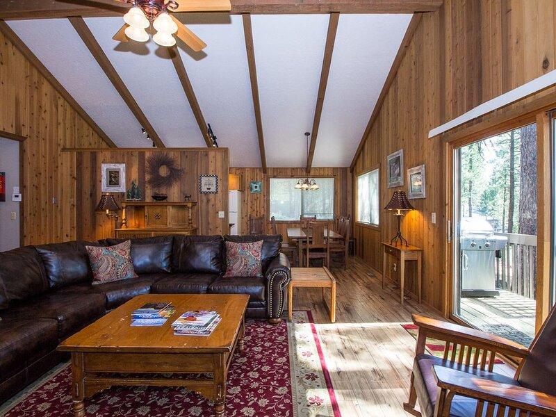 2 Master King Suite Retreat, Dog Loving,New Kitchen Remodel -Diamond Peak 23, holiday rental in Central Oregon