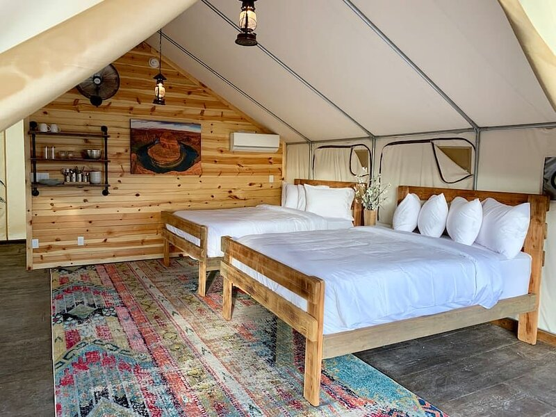Glamping Tent #1 (Two Queens), holiday rental in Mount Carmel