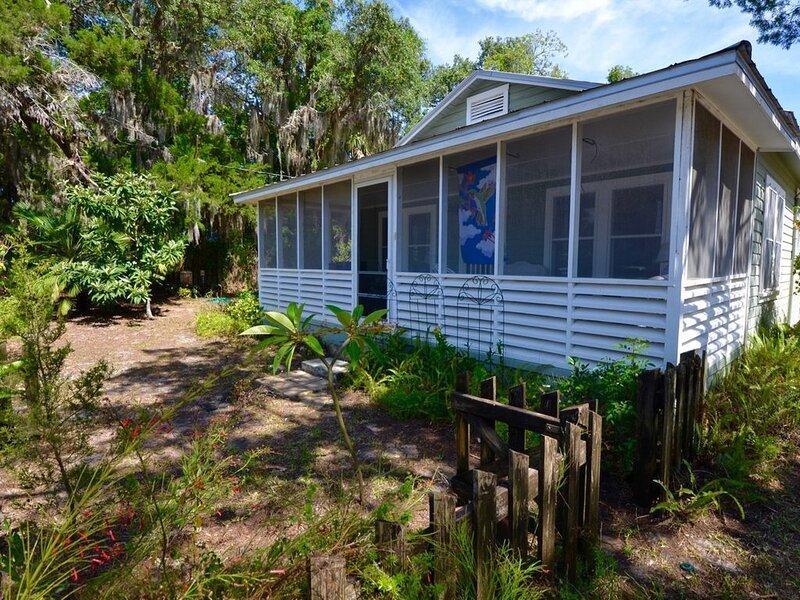 Cedar Cottage - Historic Charm in Cedar Key, holiday rental in Suwannee