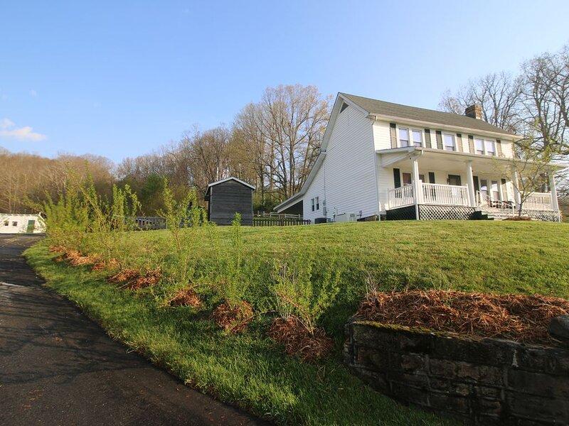 The Ashwood FarmHouse., location de vacances à Beckley