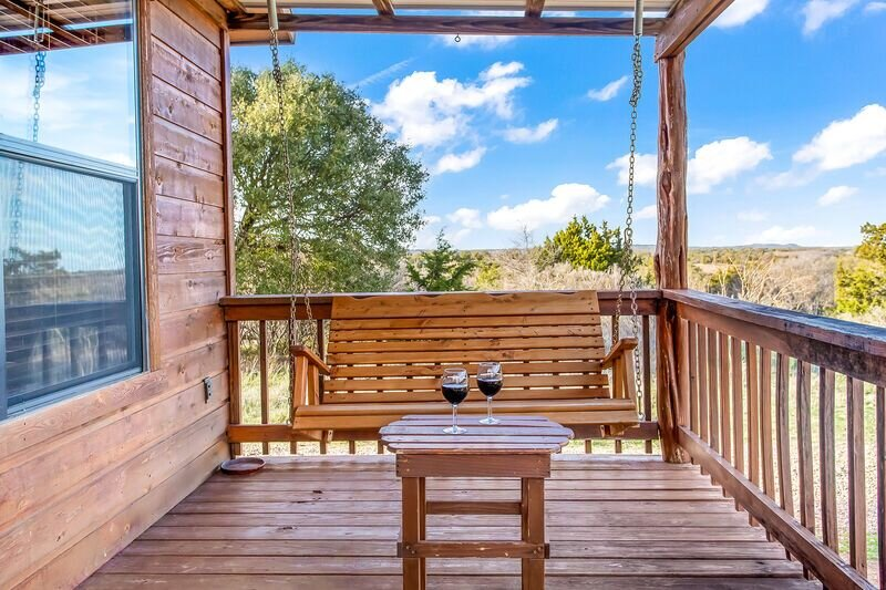 Rockview Cabin 5 | Spectacular Views of Enchanted Rock!, casa vacanza a Willow City
