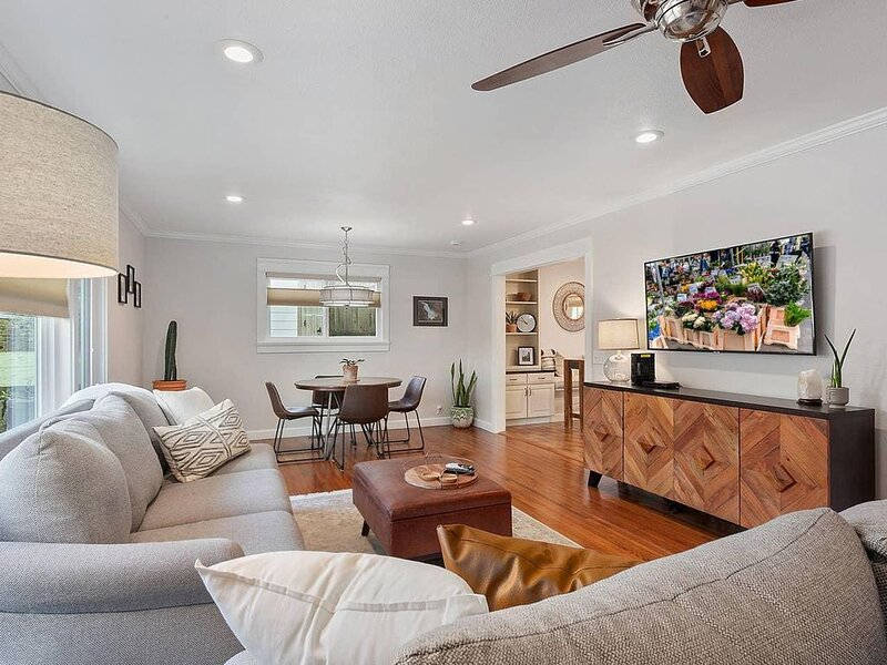 The Hawthorn - Centrally Located, vakantiewoning in Fayetteville