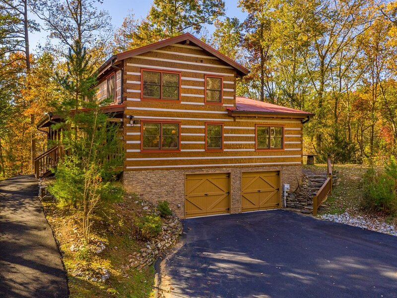 Appalachian Escape: Private/secluded~3 wooded nature acres~NOT a resort, holiday rental in Sevierville